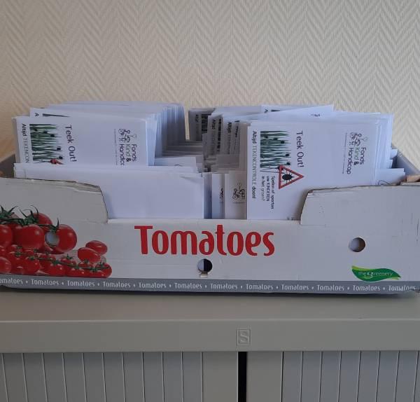 Inpakken Westerhonk doos met enveloppen reg afb 600x574.jpg